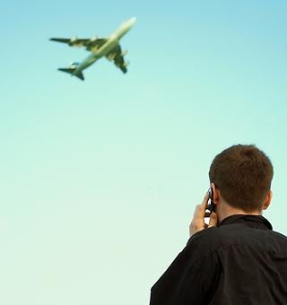 Aviones que vuelan con plantas: el bioqueroseno de Repsol - 320x340