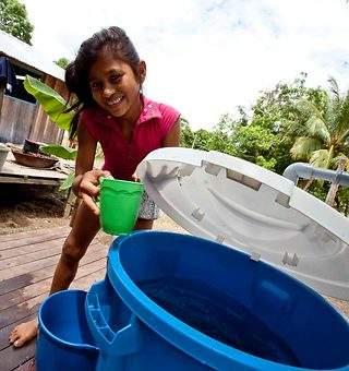 Fundación Aquae lleva letrinas a un millar de niños en la Amazonía
