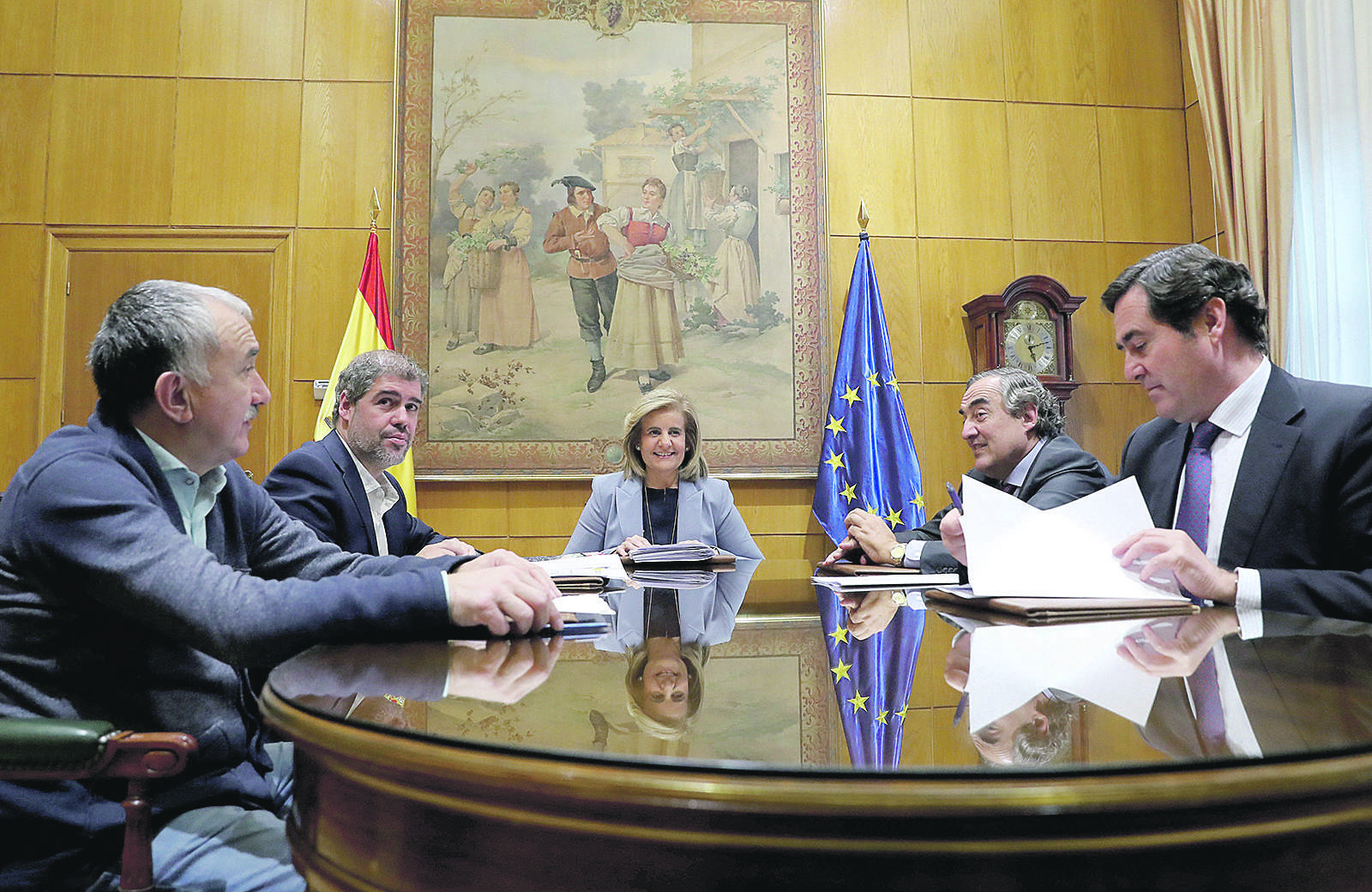 La hoja de ruta de Sánchez e Iglesias agravará la desaceleración y el paro