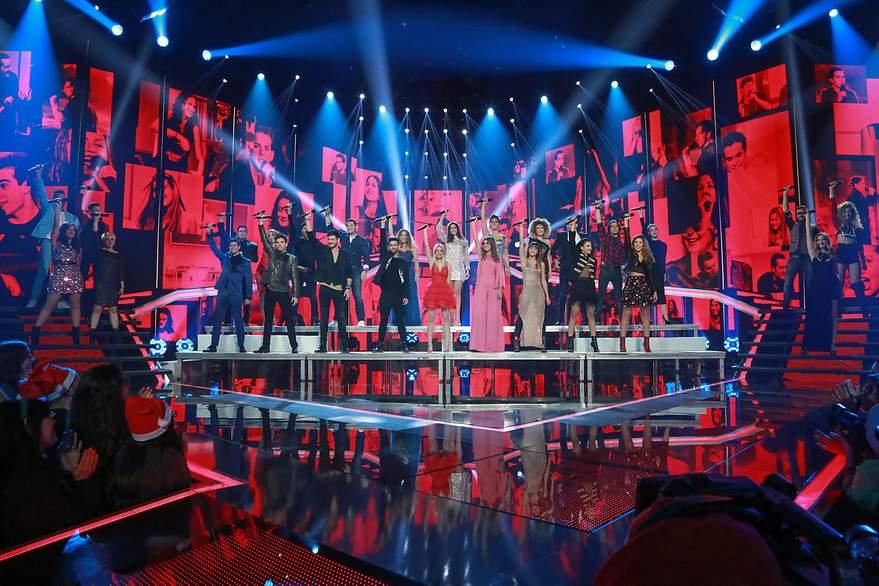 El grupo abrió la Gala con 'Mi música es tu voz' - 880x