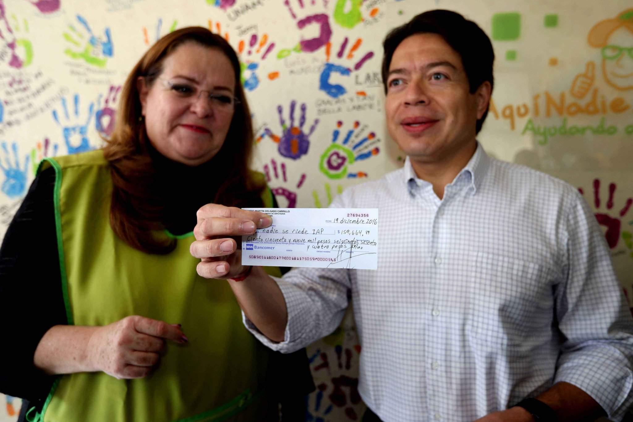 Dona Felipe Calderón pensión de ex presidente a ONG