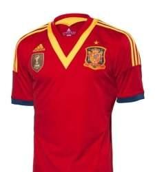 España repitió Copa Confederaciones cuatro años más tarde con otro modelo  llamativo y polémico 90125d1a5b0