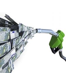 Bruselas quiere subir los impuestos del gasóleo 8 céntimos desde 2015