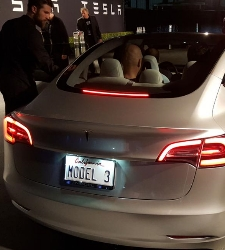 Tesla aumenta pérdidas y retrasa la fecha de inicio de producción del Model 3