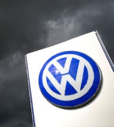 Volkswagen duplicó sueldos mientras manipulaba motores