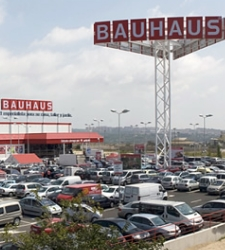 Bauhaus duplica su plantilla en espa a y supera los for Bauhaus valencia horario