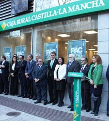 Caja rural castilla la mancha inaugura nueva oficina en for Oficinas de caja rural en madrid