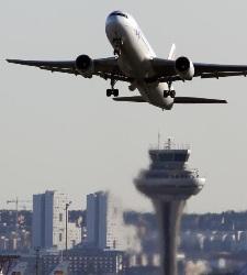 Los controladores aéreos votarán esta tarde si van a la huelga el mes de junio - 300x150