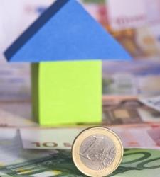 el coste de los crditos a empresas y viviendas en mnimos de cuatro aos