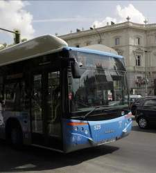 Bombardier y Endesa pujan por el primer bus eléctrico que se carga por el suelo