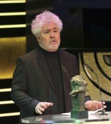 Pedro Almodóvar atiza al ministro Wert en plena gala de los Goya - 375x200