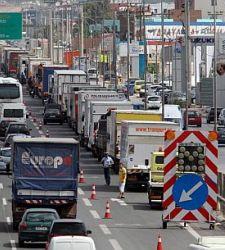 Los camiones pesados podrán viajar por autopista y pagar el 50% del peaje - 300x150