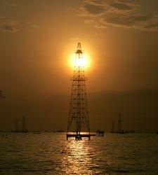 PetroleoTorreSol.jpg