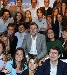 Rajoy se lava las manos sobre el desempleo de los jóvenes - 300x150