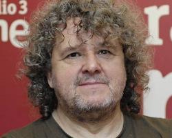 El director del programa de Radio 3 'Disco Grande', Premio Ondas 2013, responde a los lectores de Ecoteuve.es el viernes 15 de noviembre, a las 12.00. - julio-ruiz-encuentro