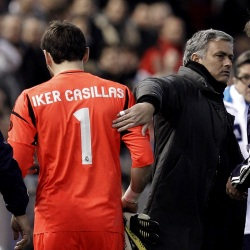 Casillas-Mourinho-palmada-2013-valencia.jpg