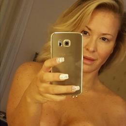 Anastacia se hace un selfie desnuda por una buena causa