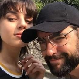 Dani Mateo y su novia 15 años más joven: Ha sido un Risto de libro