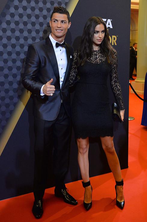 Irina Shayk y Cristiano Ronaldo - 490x