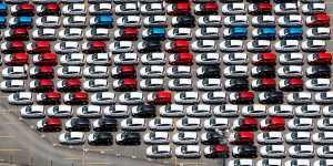 Demanda a diez fabricantes por ocultar riesgos de intoxicación en millones de sus automóviles