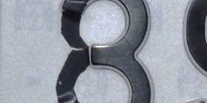 Al descubierto la trampa de la cinta adhesiva para trucar la matrícula de un automóvil - 300x150