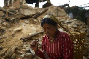 Nepal cumple un año del terremoto con pocos hechos y muchas promesas