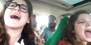 Unos jóvenes graban su propio accidente de coche con un selfie - 300x150