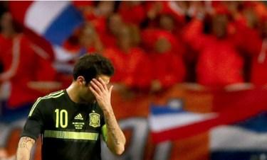 Una España timorata vuelve a rozar el ridículo ante Holanda