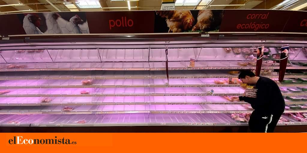 Rrss_europapress_2717274_hombre_coge_productos_refrigeradores_supermercado_madrid_pocos_minutos