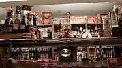 trabajador-tienda-canoso-istock.jpg