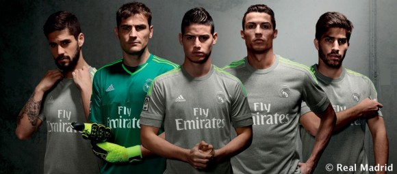 Polémica con las nuevas camisetas del Real Madrid  el escudo ... bd9d8a5a3df08