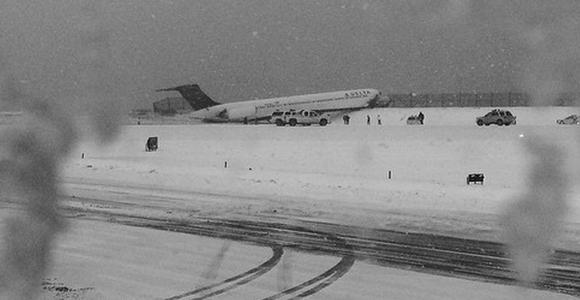 Avion-reuters-LaGuardia-580x300.jpg