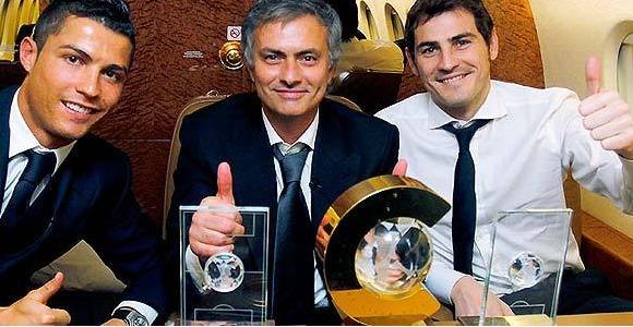 Casillas-Mourinho-Balon-Oro-2010-realmadridcom.jpg
