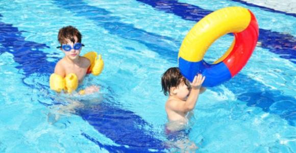 Aprender a nadar a edades tempranas esencial para el for Piscina plastico ninos