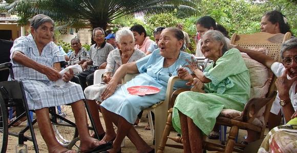 ancianos-wikipedia.jpg