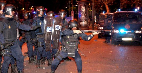 policia-carga-efe-25-S-.jpg