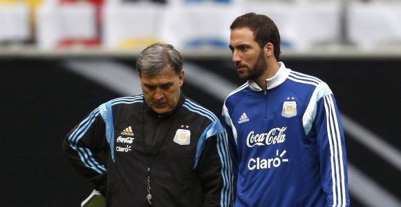 Martino-Higuain-2014-Reuters.jpg