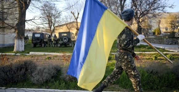 soldado-bandera-ucrania-efe.jpg