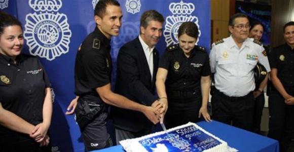 tarta-twitter-policia.jpg