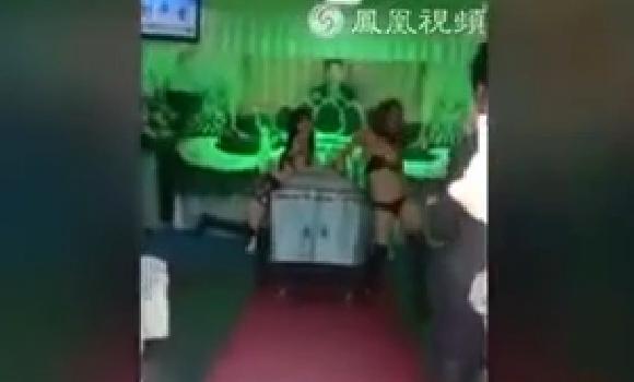 Una mujer contrata a un grupo de strippers para el funeral de su marido en Taiw�n  Leer m�s:  Una mu