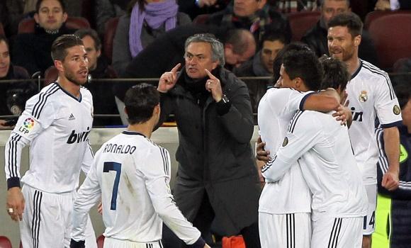 Mourinho-celebracion-clasico-2013-efe.jpg