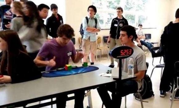 Un joven bate el r�cord del mundo del Cubo de Rubik