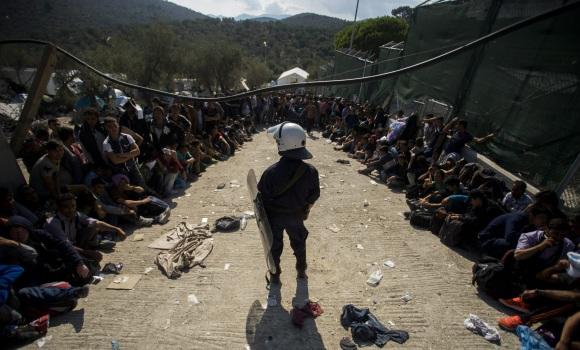 refugiados-policia-reuters.jpg