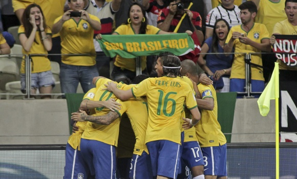 Brasil-celebra-gol-william-2015-efe.jpg