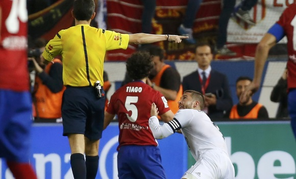 La peligrosa  tendencia  de Sergio Ramos y su exceso de relajación en  partidos vitales 6be5b350435c