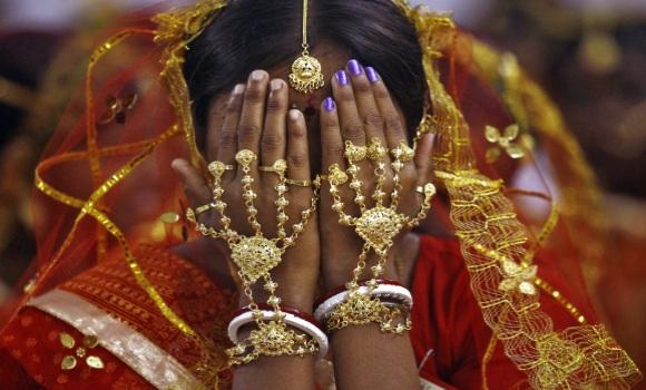 INDIA: Dos hermanas son condenadas en la India a ser violadas por un delito que cometi� su hermano