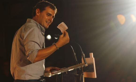 El PP tiembla ante la publicación de una soprendente encuesta electoral en 'El País'