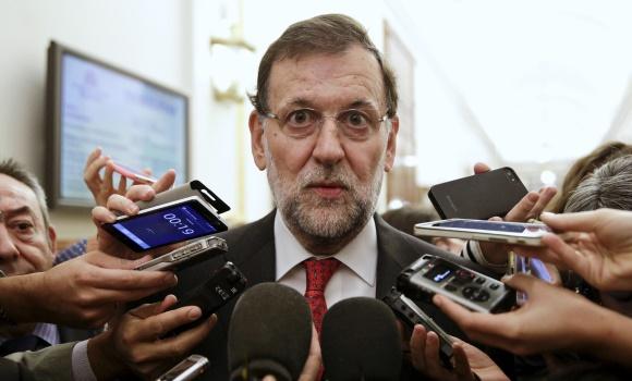 Rajoy-mira-camara-pasillo-congreso-2015-reuters.jpg