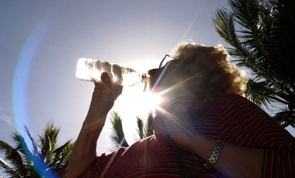 mujer-beber-agua-efe-580x350.jpg
