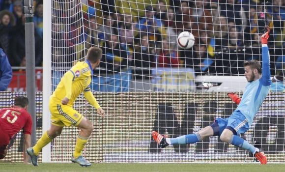 La noche en la que David de Gea jubiló a Iker Casillas en la selección
